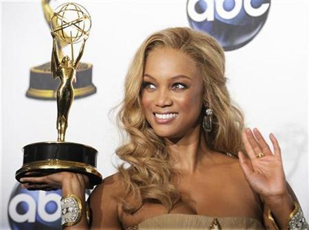Tyra Banks poses with her award for Outstanding Talk Show/Informative for ''The Tyra Banks Show'' at the 35th Annual Daytime Emmy Awards at the Kodak theatre in Hollywood, California June 20, 2008. REUTERS/Phil McCarten