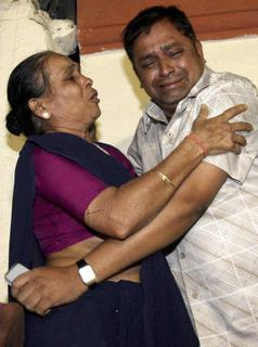 People grieve after a series of attacks in Mumbai November 26, 2008. REUTERS/Stringer
