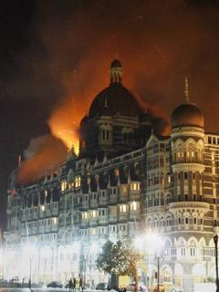 Smoke and flame billow from the Taj Hotel in Mumbai November 27, 2008. REUTERS/Arko Datta
