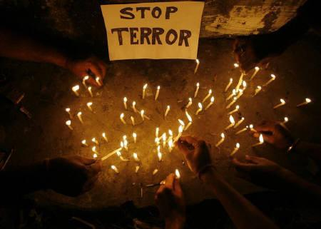 Members of the All India Anti-Terrorist Front (AIATF) light candles during a vigil held in memory of the victims of Wednesday's shootings in Mumbai, in Siliguri November 27, 2008. REUTERS/Rupak De Chowdhuri