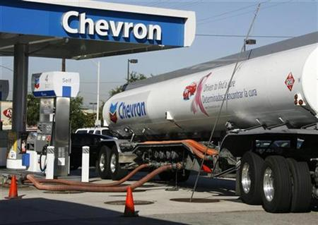 A Chevron tanker truck unloads gasoline into underground storage tanks in Burbank, Calfiornia, June 18, 2008. REUTERS/Fred Prouser