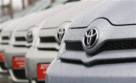 New cars of Toyota are pictured at a car dealer in Dortmund November 17, 2008. REUTERS/Ina Fassbender