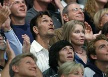 <p>Actor Patrick Swayze and his wife Lisa Niemi watch from the crowd as the Los Angeles Lakers play the San Antonio Spurs in Los Angeles, May 23, 2008. REUTERS/Danny Moloshok</p>