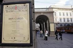 """<p>La locandina del """"Don Carlo"""" che aprirà la stagione alla Scala di Milano. REUTERS/Alessandro Garofalo (ITALY)</p>"""