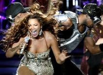 <p>Beyonce Knowles performs during a concert in Mumbai, October 27, 2007. REUTERS/Punit Paranjpe</p>