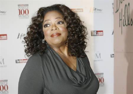 Oprah Winfrey, chairman of Harpo Inc. and host of ''The Oprah Winfrey Show'', poses as she arrives for a breakfast honoring women in Beverly Hills, California  December 5, 2008. REUTERS/Fred Prouser
