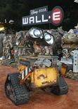 <p>Il robot di Wall-E alla prima del film di Disney-Pixar a Los Angeles. REUTERS/Fred Prouser</p>