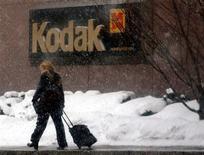 <p>Eastman Kodak va retirer ses prévisions pour le second semestre et la totalité de l'exercice 2008 en raison d'une conjoncture faible et des effets de change. /Photo d'archives/REUTERS/Gary Wiepert</p>
