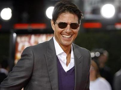Cast member Tom Cruise attends the premiere of ''Tropic Thunder'' at the Mann's Village theatre in Westwood, California, August 11, 2008. REUTERS/Mario Anzuoni