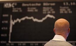 """<p>Tableau de variation de l'indice DAX à la Bourse de Francfort. """"Finanzkrise"""" (la crise financière) a été désigné comme mot de l'année 2008 en Allemagne par un jury de linguistes. /Photo prise le 13 octobre 2008/REUTERS/Kai Pfaffenbach</p>"""