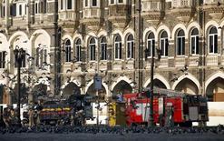 <p>Mumbai's Fire Brigade trucks are seen in front of Taj hotel in Mumbai December 9, 2008. REUTERS/Jayanta Shaw</p>