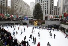 <p>The golden statue of Prometheus stands above people ice skating on the rink at Rockefeller Center, in New York, December 7, 2008. REUTERS/Chip East</p>