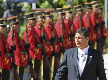 12月12日、エクアドルの対外債務利払い停止で今後想定されるシナリオは。10月30日、コレア大統領(2008年 ロイター/Jose Miguel Gomez)