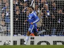 <p>O atacante Didier Drogba, do Chelsea, comemora gol marcado contra o CFR Cluj na Liga dos Campeões. A Inter de Milão não quer contratar Didier Drogba, atacante do Chelsea, informou o diretor esportivo do clube na segunda-feira. 9 de dezembro.REUTERS/Kieran Doherty</p>