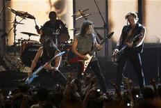 <p>Rock group Metallica performs at the MTV Latin America Awards in Guadalajara, October 16, 2008. REUTERS/Daniel Aguilar</p>