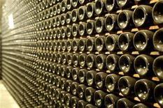 <p>Bottiglie di Prosecco in una cantina in Valdobbiadene, foto d'archivio. To match feature PROSECCO-WINE/ REUTERS/Manuel Silvestri (ITALY)</p>