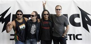 """<p>Banda Metallica posando para foto no lançamento do álbum """"Death Magnetic"""" em Berlim, setembro de 2008. O grupo de rock Metallica finalmente confirmou """"o segredo mais mal guardado do rock'n'roll"""" e revelou detalhes do game """"Guitar Hero"""", dedicado à banda. REUTERS/Hannibal Hanschke</p>"""