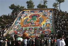 <p>A giant thangka, a sacred painting on cloth, is displayed on a hill at the Taer Temple during the Great Prayer Festival in Huangzhong county, Qinghai province July 9, 2008. REUTERS/Stringer</p>