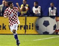 <p>O atacante Eduardo da Silva comemora gol marcado pela Croácia. Imagem de arquivo. 13 de outubro.REUTERS/Nikola Solic</p>