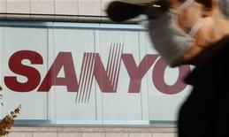 <p>Una pubblicità di Sanyo Electric a Tokyo. REUTERS/Issei Kato</p>