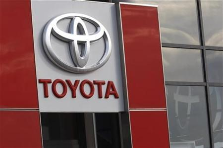 The company sign of Japanese car maker Toyota is seen at the showroom of TM-Auto, the official dealer of Toyota in Sofia November 17, 2008. REUTERS/Oleg Popov