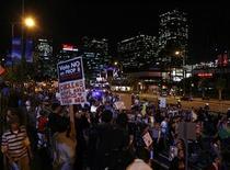 <p>Alcuni partecipanti ad una manifestazione contro la Proposition 8 a Los Angeles, California REUTERS/Danny Moloshok</p>