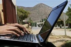 <p>Un navigatore sul Web. Si precisa che la foto ha solo carattere illustrativo della notizia REUTERS/Ivan Alvarado/Files</p>