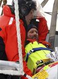 <p>Il velista francese Yann Elies soccorso dalla marina australiana. REUTERS/Royal Australian Navy/Handout</p>