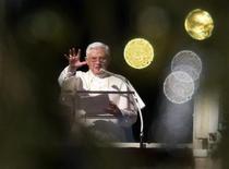 <p>Papa Benedetto XVI nell'Angelus di oggi. REUTERS/Max Rossi</p>