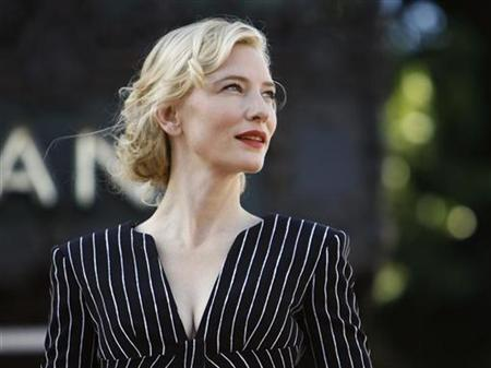 Australian actress Cate Blanchett waits before accepting a star on the Walk of Fame in Hollywood, California December 5, 2008. REUTERS/Mario Anzuoni