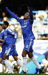 <p>Drogba, do Chelsea, comemora o gol contra o Albion REUTERS/Dylan Martinez (BRITAIN). NO ONLINE/INTERNET USAGE WITHOUT A LICENCE FROM THE FOOTBALL DATA CO LTD. FOR LICENCE ENQUIRIES PLEASE TELEPHONE ++44 (0) 207 864 9000.</p>