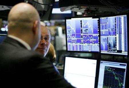 Traders work on the floor of the New York Stock Exchange in New York, December 23, 2008. REUTERS/Lucas Jackson