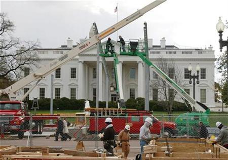 Workers construct the reviewing stand which will be used by President-elect Barack Obama and other dignitaries to view his inauguration parade on January 20, 2009, outside the White House in Washington November 18, 2008. REUTERS/Jason Reed