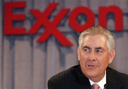 Chairman and chief executive officer Rex W. Tillerson speaks at a news conference following the Exxon Mobil Corporation Shareholders Meeting in Dallas, Texas, May 28, 2008. REUTERS/Mike Stone