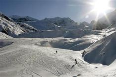 <p>Il ghiacciaio di Morteratsch nei pressi della località svizzera di Pontresina. REUTERS/Arnd Wiegmann</p>