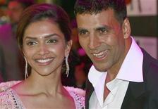 <p>Bollywood actors Deepika Padukone and Akshay Kumar (R) arrive for the European premiere of Chandni Chowk to China in Leicester Square, central London January 12, 2009. REUTERS/Andrew Parsons</p>