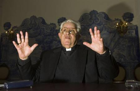 Portuguese Cardinal Jose Policarpo talks during an interview with Reuters in Lisbon in this January 16, 2007 file photo. REUTERS/Jose Manuel Ribeiro