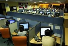 <p>Indian employees at a call centre provide service support to international customers, in the southern city of Bangalore March 17, 2004. REUTERS/Sherwin Crasto</p>