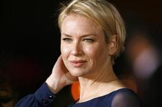 "<p>Cast member Renee Zellweger poses at the premiere of ""Leatherheads"" at the Grauman's Chinese theatre in Hollywood, California, March 31, 2008. REUTERS/Mario Anzuoni</p>"