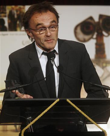 Danny Boyle accepts the award for Best Picture in ''Slumdog Millionaire'' at the National Board of Review Awards Gala in New York January 14, 2009. REUTERS/Shannon Stapleton