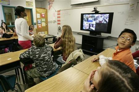 Students at Westside Middle School in Winder, Georgia answer questions via internet January 24, 2008. REUTERS/Tami Chappell/Handout