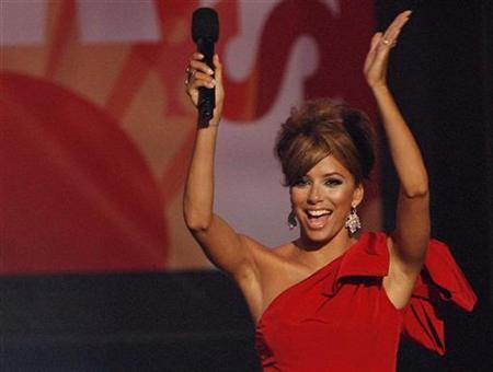 Host Eva Longoria Parker dances on stage during the taping of the 2008 ''NCLR Alma'' awards at the Civic Auditorium in Pasadena, California, August 17, 2008. REUTERS/Mario Anzuoni