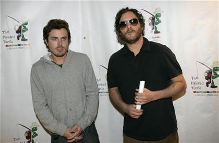 Actors Casey Affleck (L) and Joaquin Phoenix pose for photographers as they arrive for a staged reading of ''The World of Nick Adams,'' at Davies Symphony Hall in San Francisco, California October 27, 2008 REUTERS/Robert Galbraith