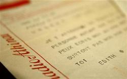 <p>Telegramma inviato oltre 50 anni fa dalla cantante francese Edith Piaf a un giovane attore greco, in vendita all'asta ad Atene il 16 gennaio 2009. REUTERS/Yiorgos Karahalis</p>