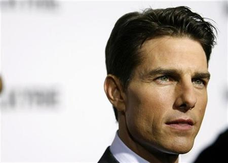 Tom Cruise arrives for the premiere of the film ''Valkyrie'' in New York December 15, 2008. REUTERS/Lucas Jackson