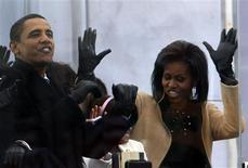 <p>President-elect Barack Obama and his wife Michelle sing along with performers at the 'We Are One': Opening Inaugural Celebration at the Lincoln Memorial Washington January 18, 2009. REUTERS/Jim Young</p>