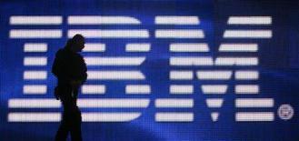 <p>Le bénéfice par action d'International Business Machines (IBM) ressort à 3,28 dollars pour l'exercice 2008, soit supérieur au consensus, faisant bondir son titre dans les transactions d'après-Bourse. /Photo d'archives/REUTERS/Hannibal Hanschke</p>