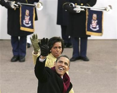 President Barack Obama, the newly sworn in 44th President of the United States, waves as he and his wife Michelle walk down Pennsylvania Avenue during the Inaugural parade in Washington, January 20, 2009. REUTERS/Larry Downing