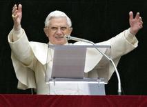 <p>Papa Benedetto XVI, immagine d'archivio. REUTERS/Chris Helgren (VATICAN)</p>