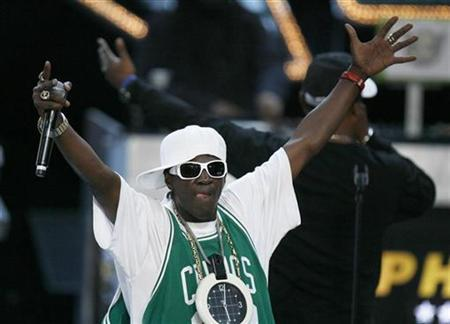 Rapper Flavor Flav performs during the 2008 VH1 Hip Hop Honors show in New York, October 2, 2008. REUTERS/Lucas Jackson